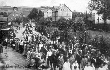 An der Schule in Klaffenbach