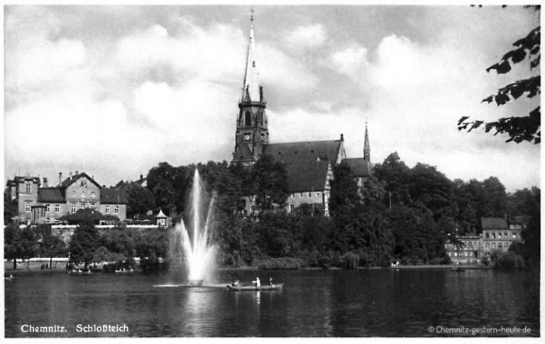 Fontäne mit Blick zur Schloßkirche