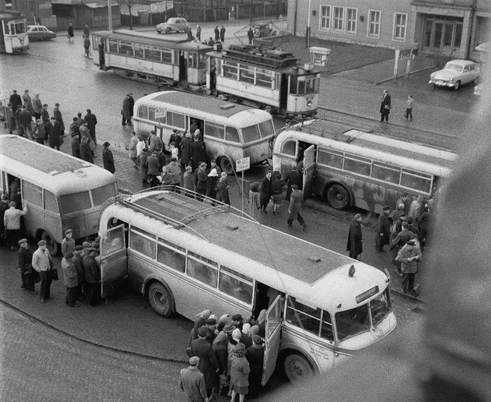 Der Umsteigeplatz um 1961 - Quelle: http://www.deutschefotothek.de/documents/obj/90041835
