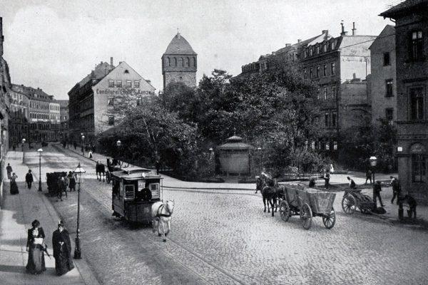 Wagen der Chemnitzer Pferdebahn 1892 auf der eingleisigen Theaterstraße