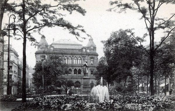 Der Umbau des Gebäudes nach 1905 zeigt die Veränderungen im Dachbereich