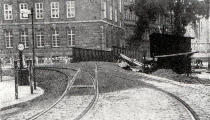 Die 1932 errichtete Notbrücke - Blick Richtung Deutsche Bank