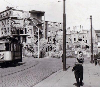 Poststraße mit Blick auf die Zerstörung - rechts das Tietz