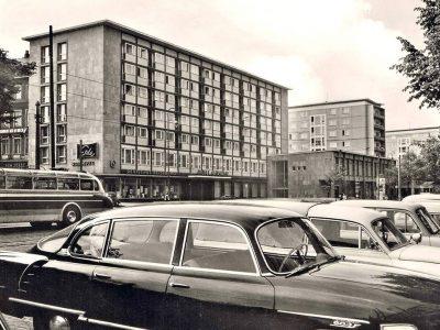 Strasse der Nationen mit Hotel Moskau