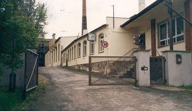 Eingangsbereich der Firma von der Uferstraße gesehen um 1991
