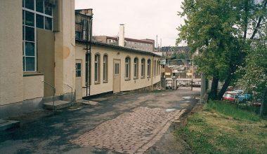 Eingangsbereich der Firma mit Blick zur Uferstraße um 1991