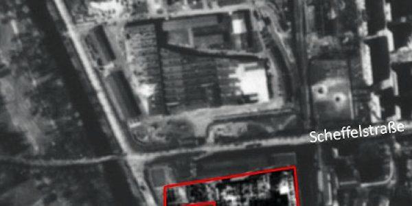 Luftbild 1945 mit den ausgebombten Werksanlagen
