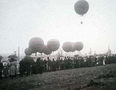 Die Startvorbereitungen zum Ballonwettfliegen 1913