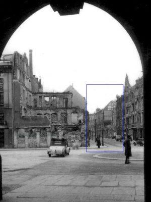 Im Frühjahr 1946 stehen nur  noch die Gebäudereste auf der Fr.-August-Str.