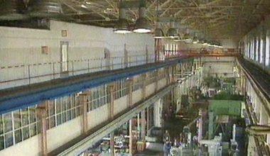 Innenansicht der Werkhalle zu Zeiten der Hörmann-Barkas GmbH kurz nach der Wende um 1990