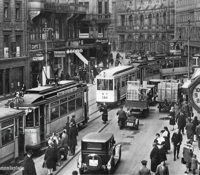 Die goldenen 20er Jahre auf dem Johannisplatz - hinten die Firma Carl Diederich