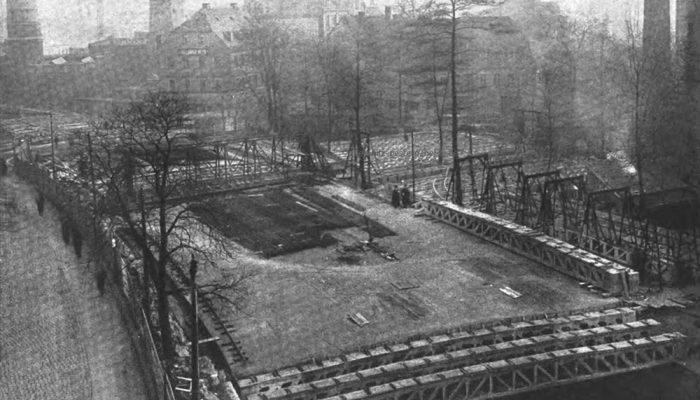 Die Träger wurden auf dem Gelände der späteren Deutschen Bank gefertigt